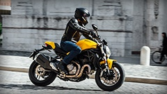 Monster-821_MY18_Ambience_Ducati-Yellow_04_Small_240x135_3_240x135